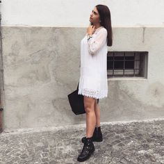 Weißes Kleid, Schwarze Boots Fashion Bloggers, Outfit Of The Day, White Dress, Street Style, Female, Instagram, Dresses, Nice Outfits, Fall Winter
