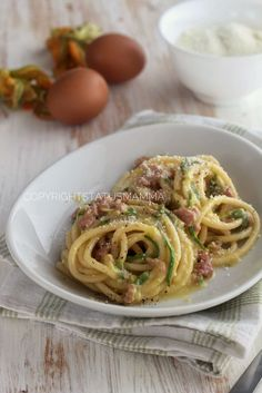 Carbonara con zucchine e salsiccia facile e gustosa Sausage Recipes, Pasta Recipes, Cooking Recipes, Healthy Recipes, Italian Pasta, Italian Dishes, Italian Recipes, Pasta Dishes, Food Dishes