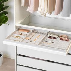 Clothes closet organization ikea 33 ideas for 2019 Walk In Closet Design, Bedroom Closet Design, Master Bedroom Closet, Closet Designs, Small Walk In Closet Ideas, Small Walk In Wardrobe, Master Closet Layout, Ikea Closet Design, Walk In Closet Inspiration