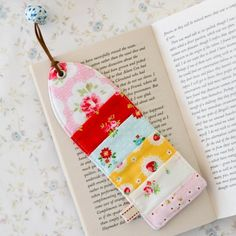 Free pattern and tutorial to make this sweet scrappy bookmark. The perfect gift for a book lover.
