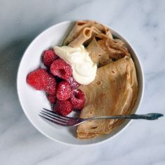 Introducing the Casual Fall Breakfast: Crepes in a Bowl via the kitchen