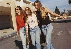 If you like fun pop music, excellent bass work, relatable lyrics about broken hearts, I encourage you to give Something to Tell You by HAIM a chance. Haim Style, Riot Grrrl, Local Girls, Best Friend Goals, Girl Gang, Feminine Style, Fashion Stylist, Chic, Pretty People