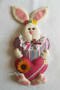 1001 Feltros: Boa Páscoa a todos! Diy Crafts For Gifts, Crafts To Make And Sell, Bunny Crafts, Easter Crafts, Christmas Diy, Christmas Ornaments, Easter Projects, Spring Crafts, Easter Bunny