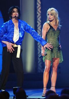 Britney Performing with Michael Jackson at his 30th Career Aniversary Concert,September 8th,2001 - britney-spears Photo