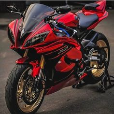 Tag Your Friends Whom You Think Are crazy About Cars/Bikes Source : Ducati, Moto Yamaha R6, Motos Yamaha, Yamaha Bikes, R6 Motorcycle, Motorcross Bike, Futuristic Motorcycle, Motorcycle Paint, Triumph Motorcycles
