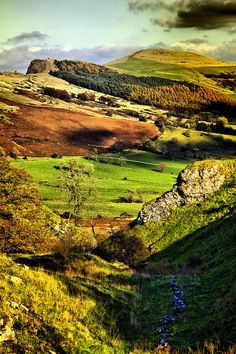 ✯ The Hope valley Derbyshire in the Peak District national Park, England. ** Look at the wonderful colours of the countryside. It's a veritable patchwork.