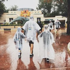 Sometimes, you have to brave the rain☔️ TOTALLY worth it!! . . . . . #disneyworld #disneymoms #enchantedkingdomglam #dadsofinstagram #magickingdom #hollywoodstudios #familyvacation #cute #love #christmasvacation #starwars #riseoftheresistance #dinosaur #bestdayever #epcot #animalkingdom #wdw #trip #fun #travel #orlando #disneyfan