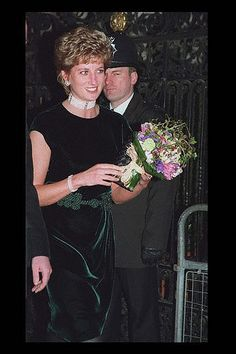 21 Mar 1995 --- LADY DIANA ATTENDING A PRIVATE VIEWING IN LONDON --- Image by © MURRAY ANDREW/CORBIS SYGMA