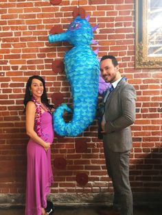 Gender reveal in the seahorse piñata