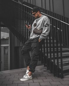 Summer Outfits Men, Stylish Mens Outfits, Outfits For Men, Rapper Outfits, Mens Photoshoot Poses, Look Man, Mode Streetwear, Mens Streetwear Fashion, Herren Outfit