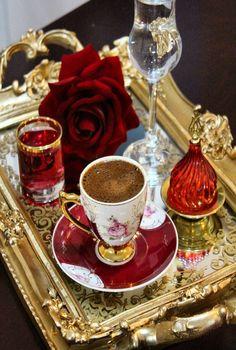 For Coffee Lovers Key: 3356239906 Coffee Cafe, Coffee Drinks, Iced Coffee, Coffee Presentation, Christmas Entertaining, Good Morning Coffee, Breakfast Tea, Coffee Photography, Food Photography
