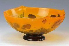Schale, Gallé, um 1900, stilisierter Hopfendekor, farbloses Glas, 4-fach…