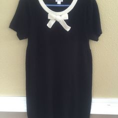 """Sweater dress. 100% acrylic Black. I'm 5'2"""" and it goes to my knees. Only worn once. Dresses Midi"""