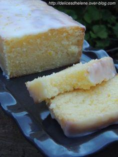 Des cakes au citron, j'en ai mangé plusieurs et réalisé tout autant de recettes. Mais je suis tombée sur LA recette parfaite! Alors comme je suis une fille sympa, je la partage avec vous! Un moelleux incomparable, même après plusieurs jours à l'air libre...:
