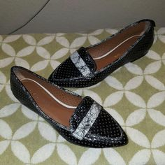 ❤ SALE ❤ Donald Pliner Ava leather flats 5.5 ❌NOT ACCEPTING OFFERS ON THIS❌ Worn once Size 5.5 Leather soles and cushion instep Perforated shoes with cracked leather accents NO BOX NO TRADES Donald J. Pliner Shoes Flats & Loafers