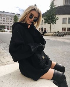 Ideas black boats outfit grunge jackets for 2019 All Black Outfits For Women, Boating Outfit, Fashion Killa, Autumn Winter Fashion, Winter Style, Fashion Outfits, Fashion Trends, Runway Fashion, Winter Outfits