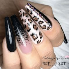 31 Fall Nail Ideas Hello, you lovely lot! Are you on the hunt for fall nail ideas today? That's good because we've got a few looks that we definitely think you're going to love. And there's a little something f… Glam Nails, Classy Nails, Beauty Nails, Cute Nails, Pretty Nails, Diy Nails, Cheetah Nail Designs, Leopard Print Nails, Pretty Nail Designs