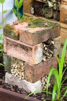 23 Beautiful and Ingenious Brick Projects For Your Home House Beautiful most beautiful bird houses Bug Hotel, Insect Hotel, Brick Projects, Garden Projects, Garden Arbor, Garden Paths, Garden Bed, Permaculture, Back Gardens