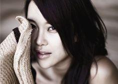 Baek Ji Young — love her voice! Baek Ji Young, Korean Entertainment, Young Love, Pop Group, Actors & Actresses, Luxury Homes, Singers, Love Her, Woman