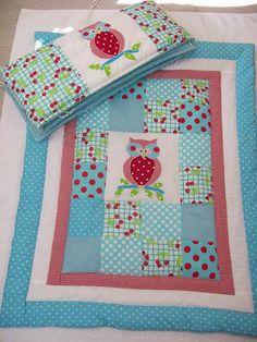 Baby quilt, photo only Quilting Tips, Machine Quilting, Quilting Projects, Sewing Projects, Owl Quilts, Bird Quilt, Patch Quilt, Quilt Blocks, Cot Quilt