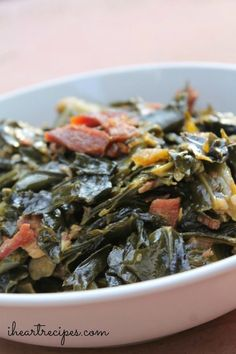 How to make southern soul food collard greens with bacon! We all have that one dish that is pretty much or signature dish. It just so happens that collard greens happens to be one of mine. My southern soul food style collard greens are simply the best. Collard Greens With Bacon, Southern Collard Greens, Best Collard Greens Recipe, Mustard Greens Recipe Southern, Country Greens Recipe, Collard Greens Recipe With Bacon, Fried Greens Recipe, Gastronomia, Recipes