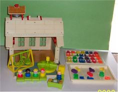 Fisher Price: Play Family School.
