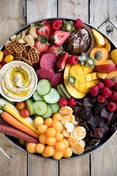 How to make an EASY Charcuterie Board (for Kids!) with Lorissa's Kitchen. Bright, colorful, and jam-packed with delicious snacks both kids and adults will love, this super easy Kid-Friendly Charcuterie Board will be the highlight of any party! Charcuterie Recipes, Charcuterie And Cheese Board, Cheese Boards, Healthy Eating Tips, Healthy Snacks, Healthy Recipes, Delicious Snacks, Simple Recipes, Healthy Nutrition
