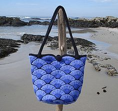 Ravelry: Bar Harbor Shell Bag pattern by Madeline Langan Unique Bags, Crochet Purses, Womens Purses, Knitted Bags, Handmade Bags, Knitting Patterns, Bag Patterns, Knitting Projects, Bag Making