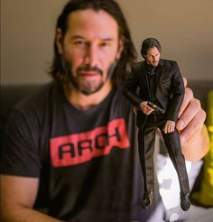 Hot Toys: The Baba Yaga himself! Keanu Reeves took some time from kicking ass with the fight team at Action Design for the new John Wick movie to check out the prototype Hot Toys JOHN WICK. John Wick Movie, John Wick 1, Keanu Reeves John Wick, Keanu Charles Reeves, Keanu Reeves Beard, Baba Yaga John Wick, Figuarts, Keanu Reeves Quotes, Keanu Reaves
