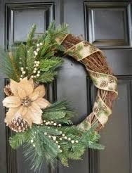 Magnificient Rustic Christmas Decorations And Wreaths Ideas 01 - Aksa. Burlap Christmas, Christmas Home, Christmas Holidays, Christmas Vacation, Primitive Christmas, Father Christmas, Christmas Music, Country Christmas, Christmas Projects