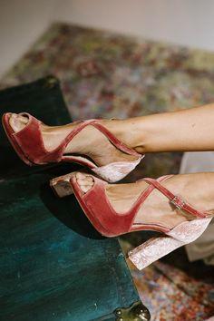 Encuentra los mejores #zapatos de #fiesta para esta #primavera. Spring Style, Spring Fashion, Shoe Boots, Rustic, Simple, Heels, Clothes, Party Shoes, Comfy Shoes