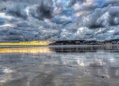 Un spectacle de pure beauté depuis la belle plage du Havre ❤️❤️❤️ #lehavre #france #igersfrance #igers #sea #plage #playa #beach #mirror #sky #clouds #autumn #beautiful #lh #lh_lehavre #insta_normandy #normandy #normandie #seinemaritime #lehavre500ans #sun #lehavretourisme #lehavreexpo2018 #grandemaree #architecture #paysdecaux #uneteauhavre #nature #sainteadresse #igerslehavre