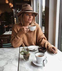 "2,528 curtidas, 9 comentários - All About Fashion (@zara.world) no Instagram: ""Coffee overdose kind of day ☕️ pic by @carolinereceveur"""
