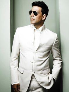 A famous person that I always look up to is Akshay Kumar. He's one of the best actors from the Bollywood Industry. I always look up to him because of his incredible charity work and his hilarious movies. Bollywood Photos, Bollywood Stars, Bollywood News, Bollywood Fashion, Indian Celebrities, Bollywood Celebrities, Akshay Kumar Photoshoot, Akshay Kumar Style, Indian Bodybuilder