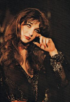 l´ombre des jours ◆ iconic music Kate Bush dark portrait Looks Style, Looks Cool, Madonna, Nana Mouskouri, Muse, Carole King, Female Singers, Record Producer, Music Artists
