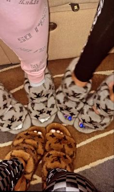 Black Hair Video, Sneakers Fashion, Fashion Shoes, Cute Slides, Ugg Slippers, Hype Shoes, Fresh Shoes, Best Friend Goals, Bff Pictures