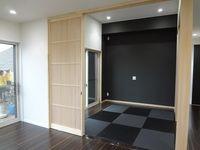 和室もダイケン畳の黒を使用。普段はフルオープンで