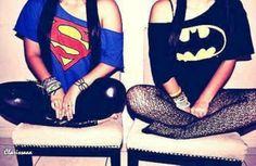 Batman and superman. I think superman is kinda lame but the shirt Is cool-but I'm def a batman fan. Maybe should be batman and robin. Batman Shirt, Batman Vs Superman, Superman Stuff, Black Batman, Batman Robin, Tee Shirt, Swag Style, My Style, Bffs
