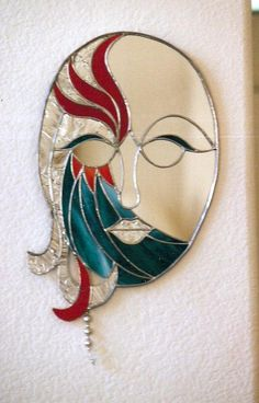 Mardi Gras Mirror – Delphi Artist Gallery – Verre et de vitrailes Stained Glass Mirror, Mirror Mosaic, Stained Glass Panels, Mirror Art, Mosaic Art, Mosaic Glass, Glass Mirrors, Stained Glass Suncatchers, Stained Glass Projects