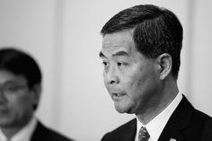 Chefe-executivo de Hong Kong estaria com os dias contados   #Democracia, #HongKong, #LeungChunying, #LiYi, #LinYi, #LutaPeloPoder, #Manifestações, #PartidoComunistaChinês, #Política, #Protestos