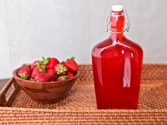 Excellent Totally Free Strawberry Simple Syrup - Easy Recipe Step-by-Step Strategies Blood and Strawberry Banana Smoothie Recipes Many popular smoothie recipes have a very important fa Strawberry Syrup Recipes, Strawberry Simple Syrup, Strawberry Juice, Raspberry Syrup, Strawberry Banana Smoothie, Strawberry Martini, Homemade Syrup, Recipe Steps, Sauces