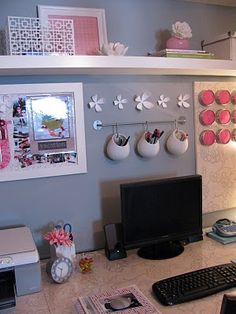 Simple Career Life: Love Your Creative Space: 8 Uplifting Cubicle Ideas. Love the air purifier idea and the hooks. Simple Career Life: Love Your Creative Space: 8 Uplifting Cubicle Ideas. Cubicle Makeover, Office Makeover, Cube Decor, Ideas Para Organizar, Desk Areas, Desk Space, Space Space, Desk Organization, Organizing Ideas
