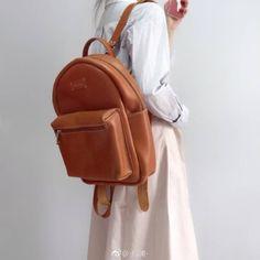 Leather Backpack, Backpacks, Zipper, Bags, Fashion, Handbags, Moda, Leather Backpacks, Fashion Styles