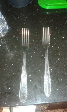 Prendiamo delle vecchie forchette. ..