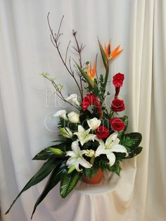 Corbeille 218 – Fleuriste Cléome Arrangements Funéraires, Corporate Flowers, Church Ideas, Art Floral, Ikebana, Lilies, Costa Rica, Tropical, Plants
