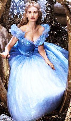 Lily James as Cinderella in the 2015 Cinderella Movie Cinderella Movie, Cinderella 2015, Cinderella Dresses, James Blue, Lily James, Princesa Anastasia, Dress Sites, Disney Princess Snow White, Creative Shot