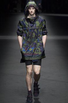 Versace Spring 2017 Menswear Collection Photos - Vogue