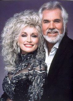 Dolly Parton & Kenny Rogers - two famous country music artists Country Music Stars, Country Music Artists, Country Singers, Country Music Videos, Folk Music Artists, Dolly Parton Kenny Rogers, Music Icon, Indie Music, Rap Music