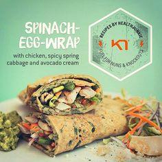 Lækker spinat-æggewrap fyldt med kylling, spicy spidskål og avocadocreme