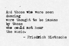 Eu ouço a música e danço